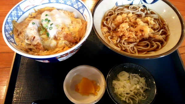 松楽1カツ丼たぬきそばセット800円